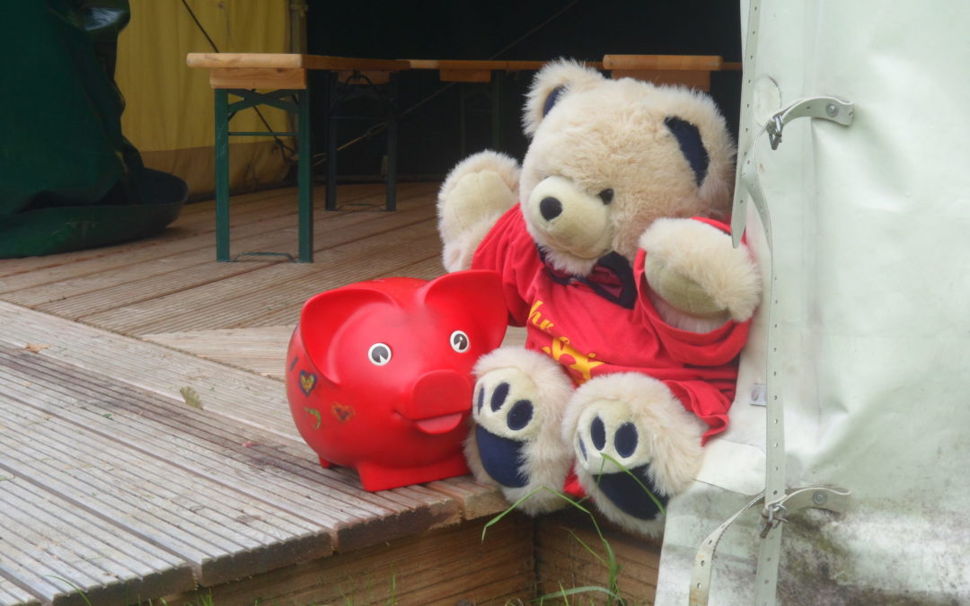 Teddy und Emma Zelteingang